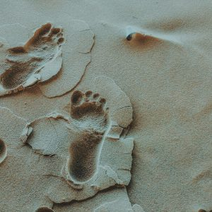 person-foot-prints-on-sands-photo2-723997